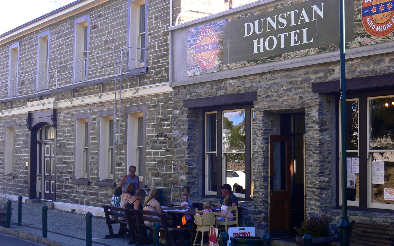 Clyde New Zealand  city pictures gallery : Dunstan Hotel and Pub in Clyde, New Zealand